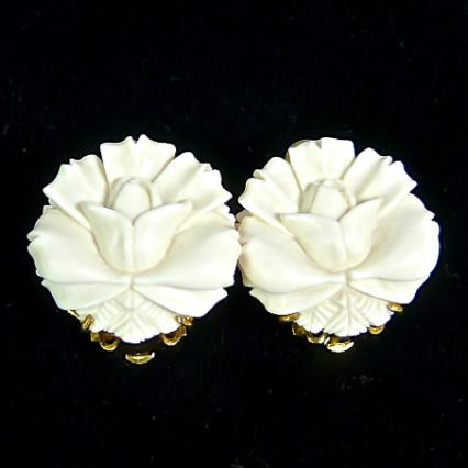 CE4872 -2 Mammoth ivory flower button earrings