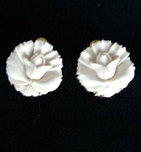 CE4872 -6 Mammoth ivory flower button earrings