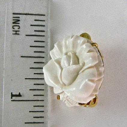 CE4872 -5 Mammoth ivory flower button earrings